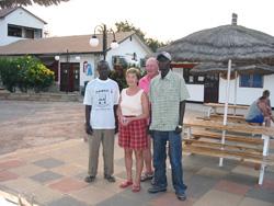 Järjestäjät, Gambian Manager ja TLG sponsoroivat opiskelijaa.